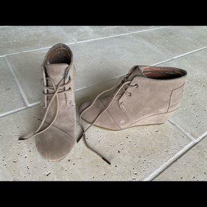 Women's Toms wedge bootie size 7.5